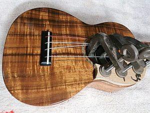 木製ピックガード圧着