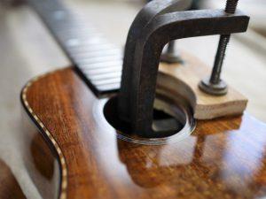 木製スクラッチガード圧着