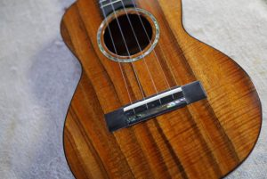 Hana ukulele 再塗装修理