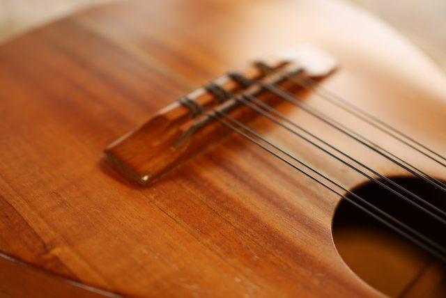 8弦ウクレレ・ブリッジ剥がれ修理